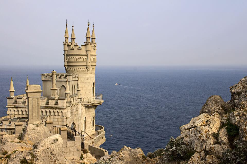 Lâu đài Nido de Golondrina